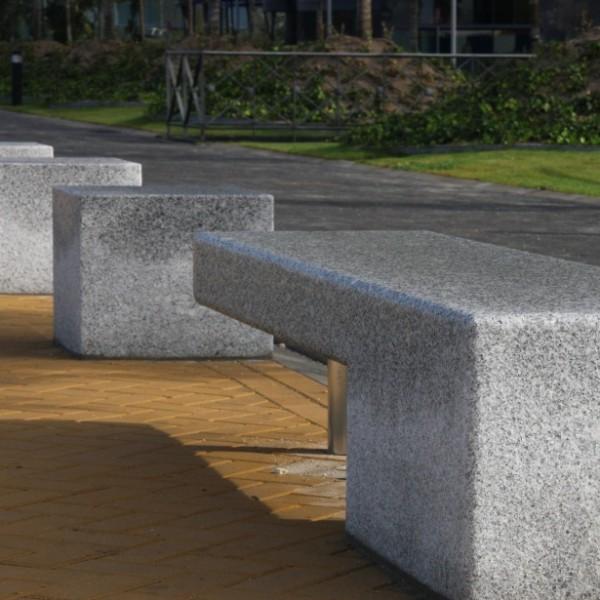 Mobiliario urbano granilouro for Bancos de granito para jardin