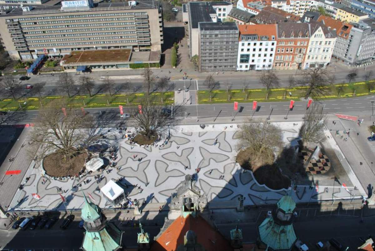 Vista general de la plaza del Ayuntamiento de Hannover.