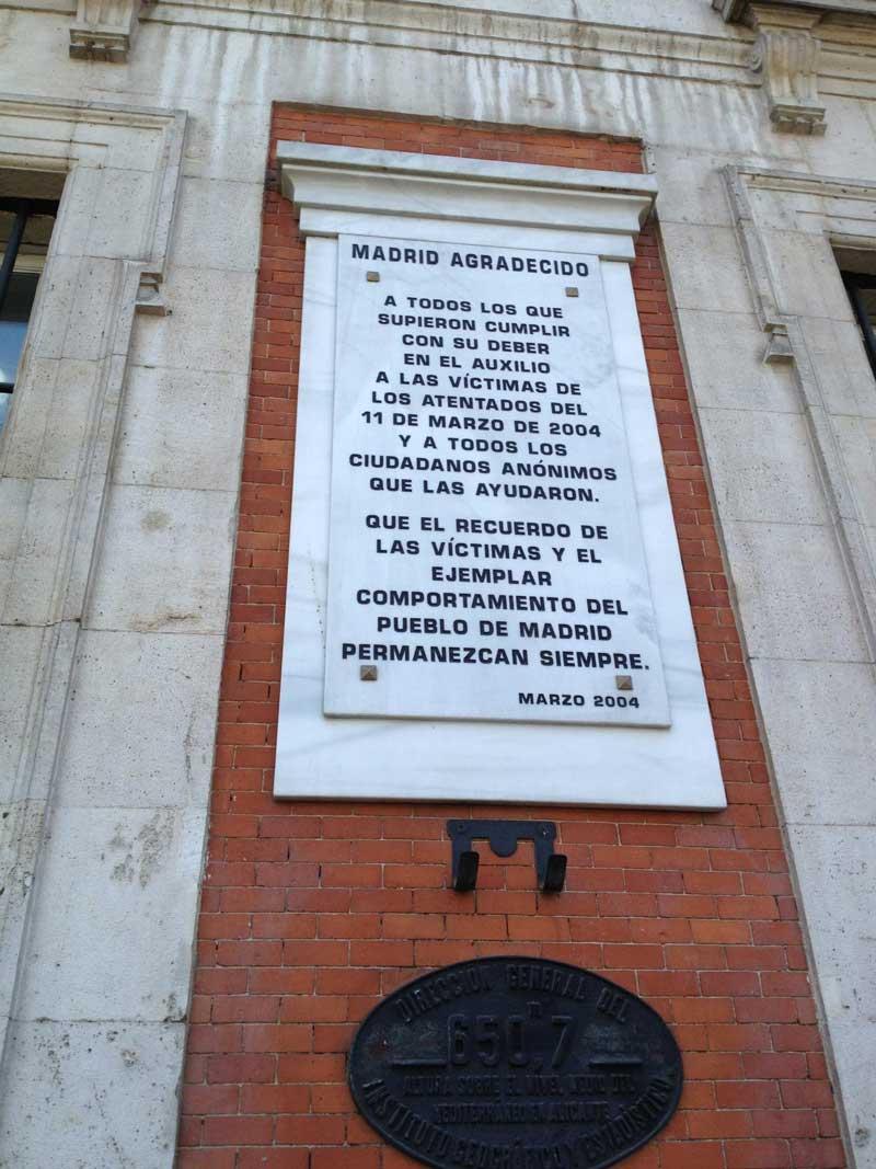 Placa conmemorativa del 11 m del 2004 granilouro for Placa km 0 puerta sol