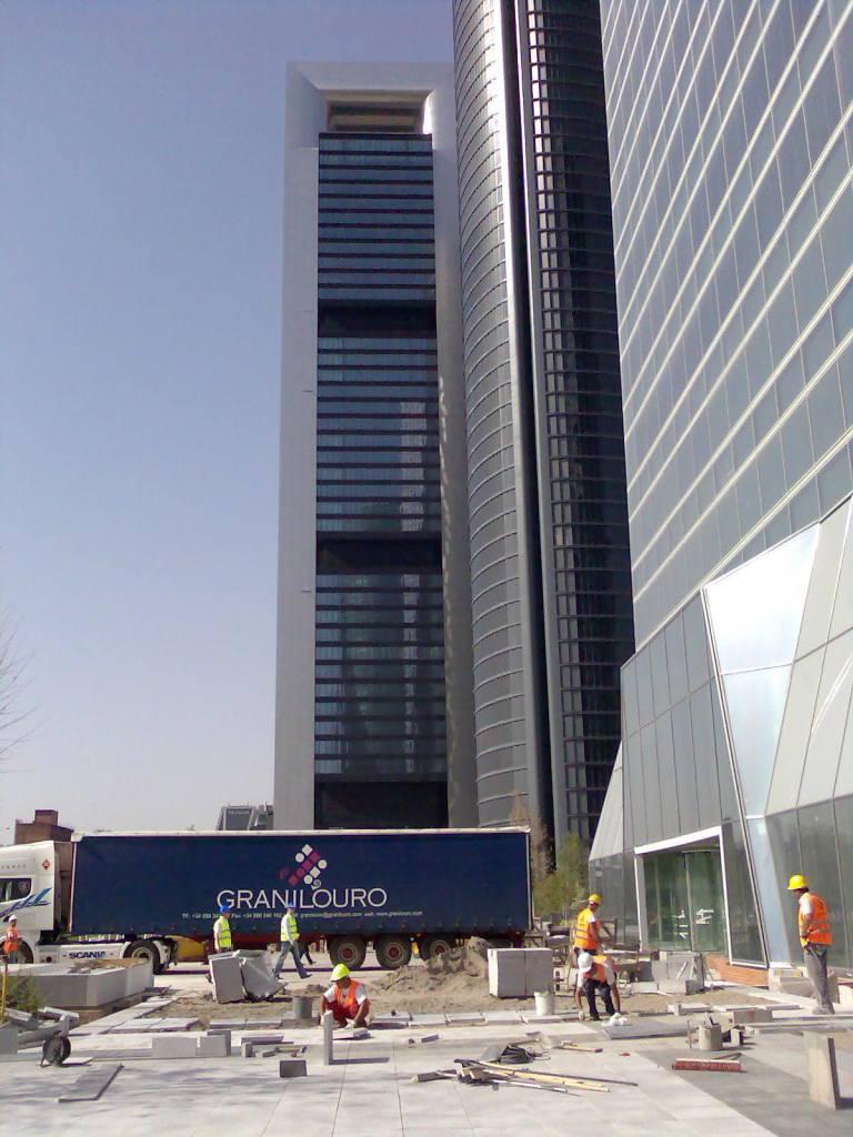 cuatro-torres-obra-transporte-granilouro