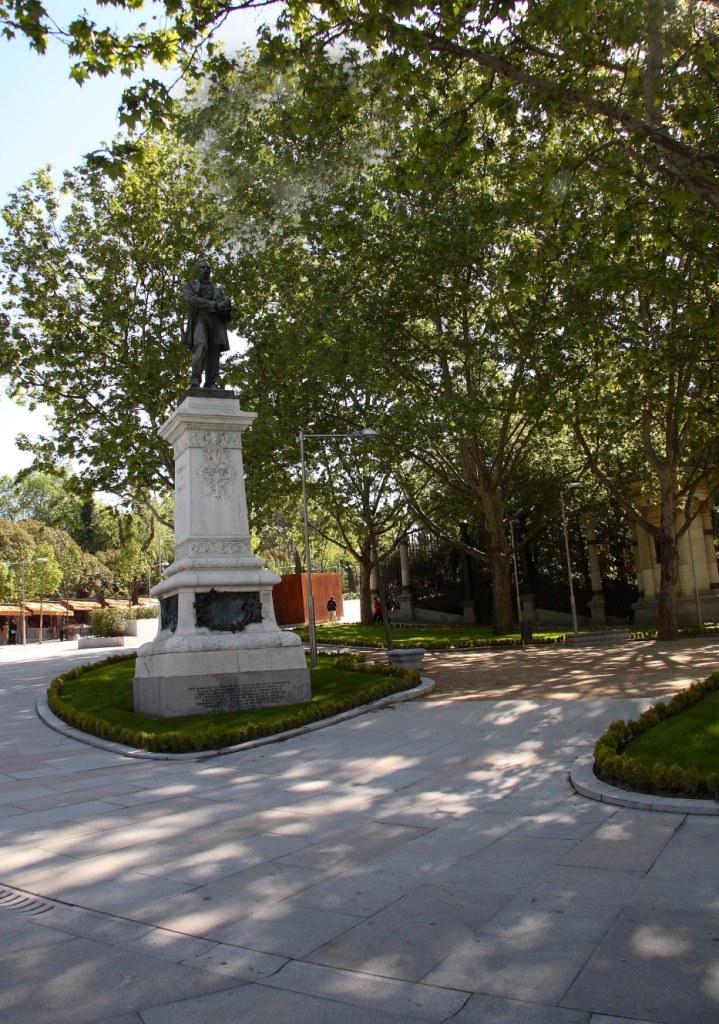 moyano-estatua