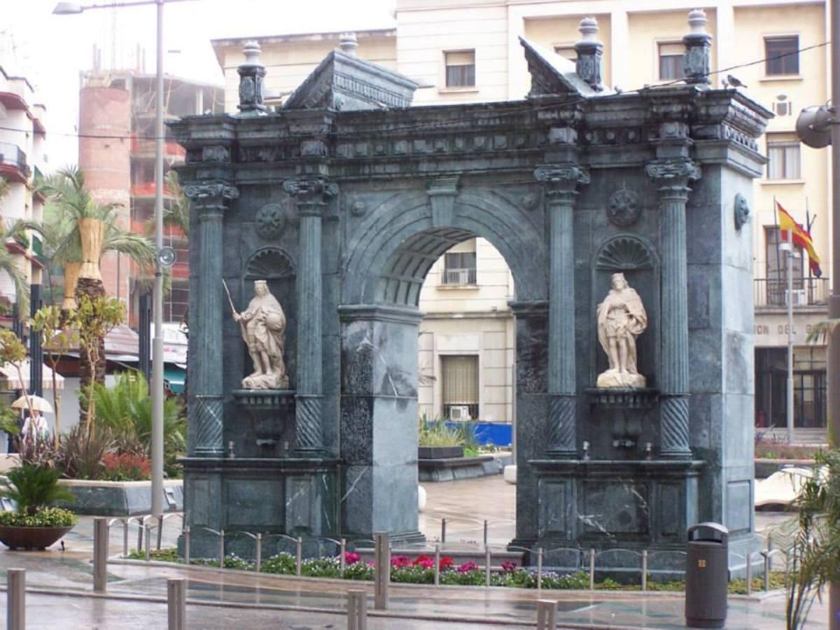 monumento-portada-reyes-católicos-ceuta