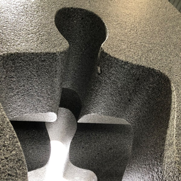 escultura_monolito_rocalia_granilouro