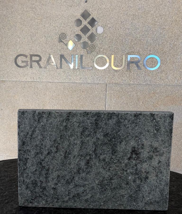 Granito-Verde-San-Francisco-flameado